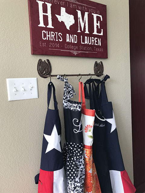 how to hang kitchen aprons, farmhouse kitchen decor